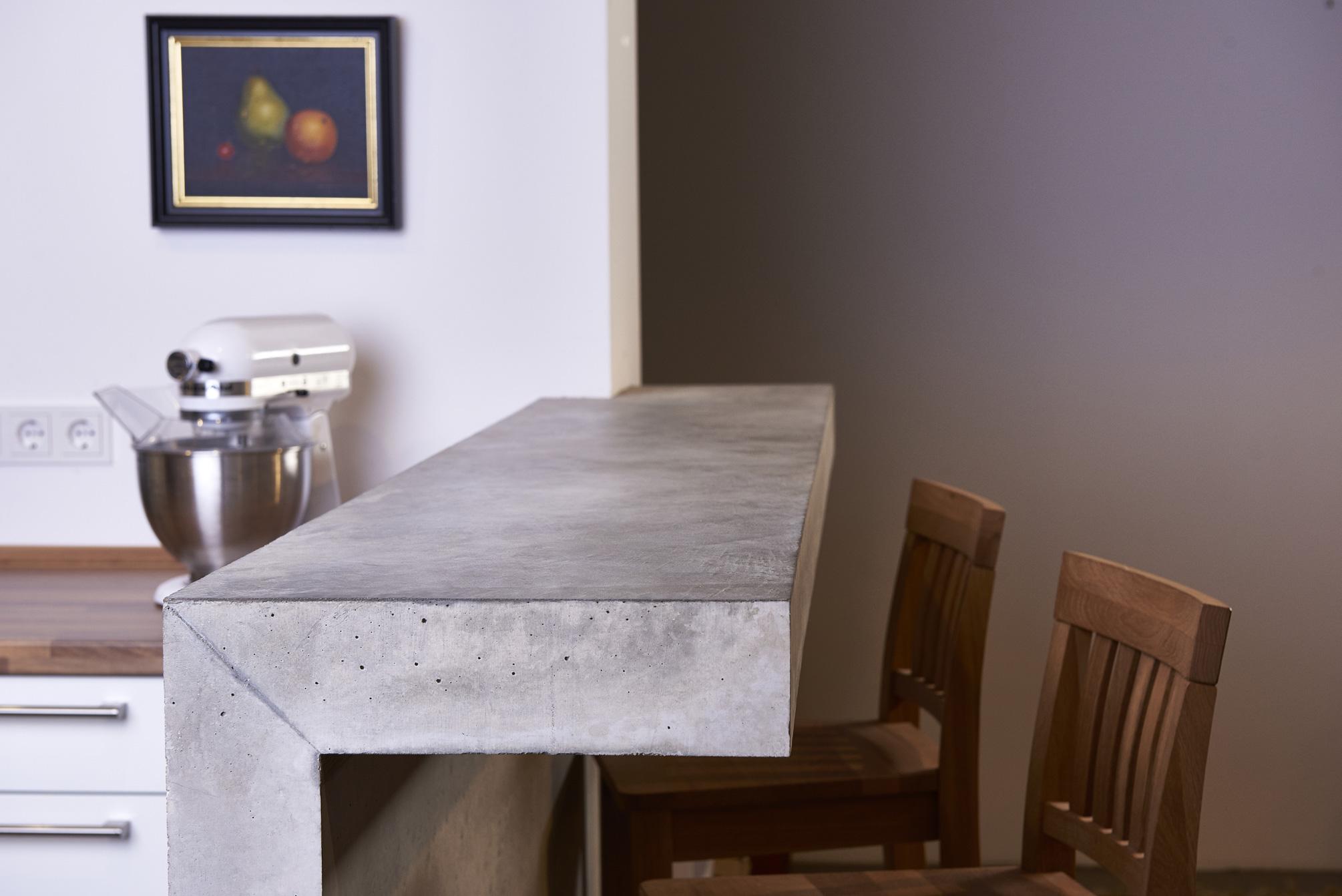Great Espresso Bar aus Beton von Christoph Pesch http pesch concrete de Jeden Morgen ein Espresso im Stehen Klein stark schwarz und perfekt pla u